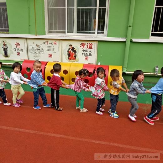 小朋友们来幼儿园已经快一个月了,你们表现得都非常棒,老师爱你们!