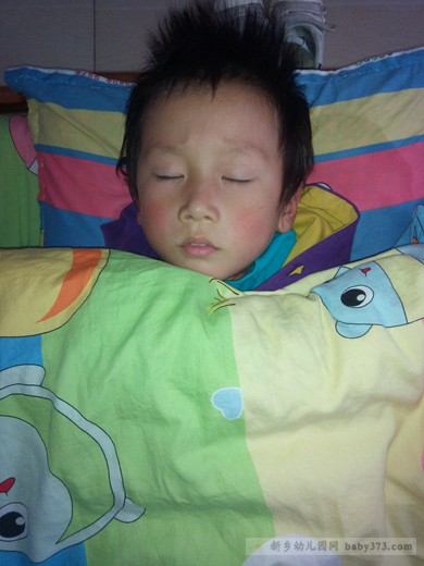 午睡时间:新乡涧头小清华幼儿园菠萝班